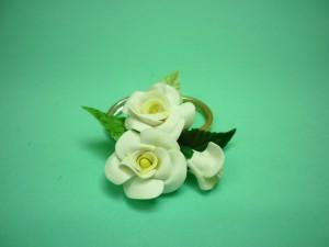 Flor cenografica arranjo mini rosas brancas