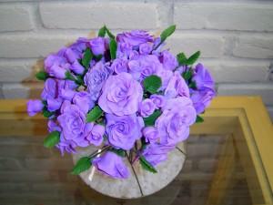 Flor cenografica vaso rosas lilas