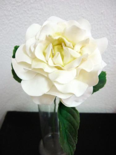 Rosa porta aliancas branca haste2