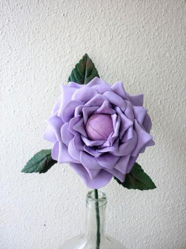 Rosa porta aliancas lilas haste